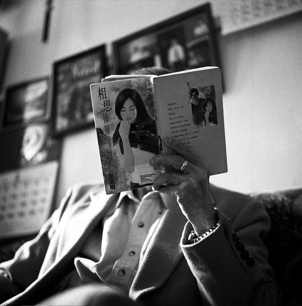 """纽约摄影Rong Xu拍摄的""""爷爷""""系列的相关图片"""