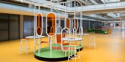 Matali Crasset用她設計的家具填滿了倫佐鋼琴設計的巴黎中庭相關圖片