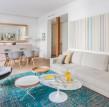 一个明亮舒适的公寓室内设计