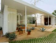 在坐落在萊塢山上的小房子,專為戶外生活而設計