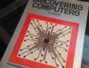 《Discovering Computers》書籍封面設計欣賞