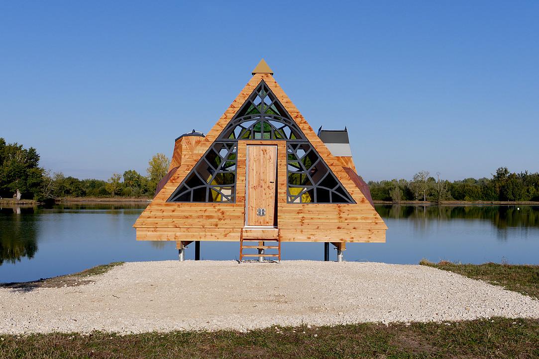 法国湖边的木制小屋,带你与自然亲密的相关图片