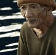 一部短片讲述了一位90岁的渔夫在巴厘岛海岸