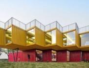 設計靈巧的多功能集裝箱堆砌展館