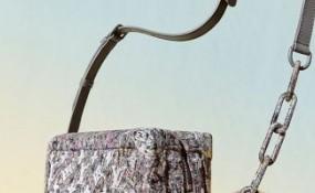 路易威登經典LV字母的肩包,提高你對奢侈品渴望